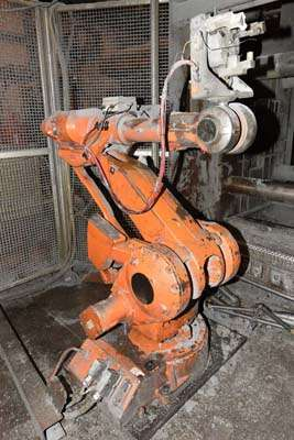 Picture of ABB IRB 4400/60 Six Axis Industrial Robot with Extractor Package/Gripper For Extracting Die Castings For_Sale DCMP-3862