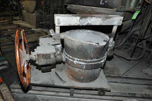 Picture of Modern Equipment MEC-650 Hand-Wheel Tilting Transfer Ladle for Molten Aluminum Alloys For_Sale DCMP-3893