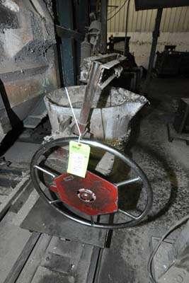 Picture of Modern Equipment MEC-650 Hand-Wheel Tilting Transfer Ladle for Molten Aluminum Alloys For_Sale DCMP-3896