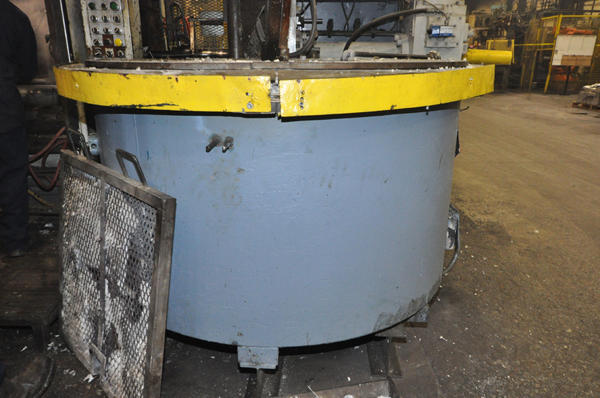 Picture of Dynarad EC-1500 Electric Heated Silicon Carbide Crucible Type Aluminum Melting & Holding Furnace For Sale DCMP-4274