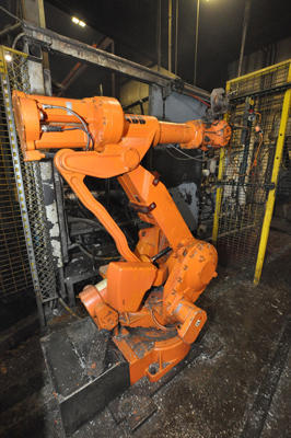Picture of ABB IRB 4400/60 Six Axis Foundry Rated Industrial Robot with Extractor Package/Gripper for Extracting Die Castings For_Sale DCMP-4276
