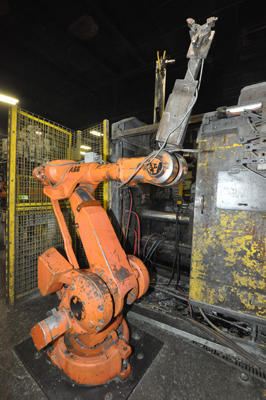 Picture of ABB IRB 4400/60 Six Axis Foundry Rated Industrial Robot with Extractor Package/Gripper for Extracting Die Castings For_Sale DCMP-4314